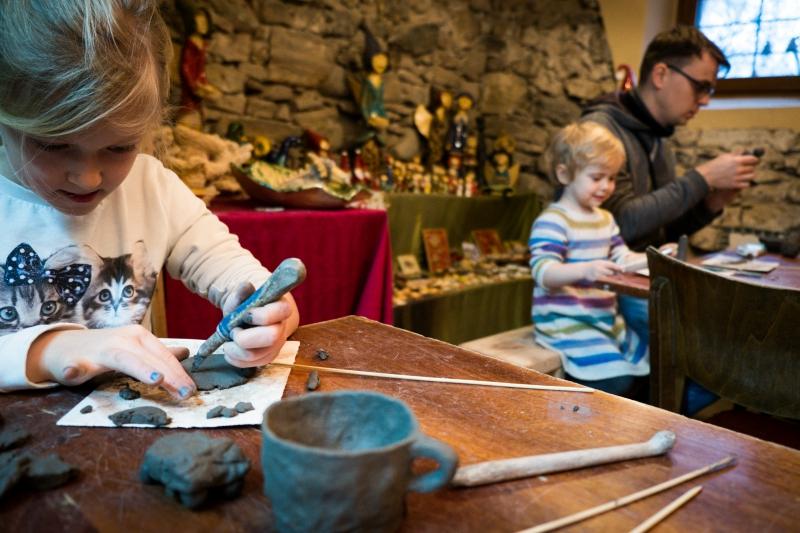 LEPIMY LATO – uwiecznij zioła w ceramice -warsztaty ceramiczne w Magic-Art-Gallery